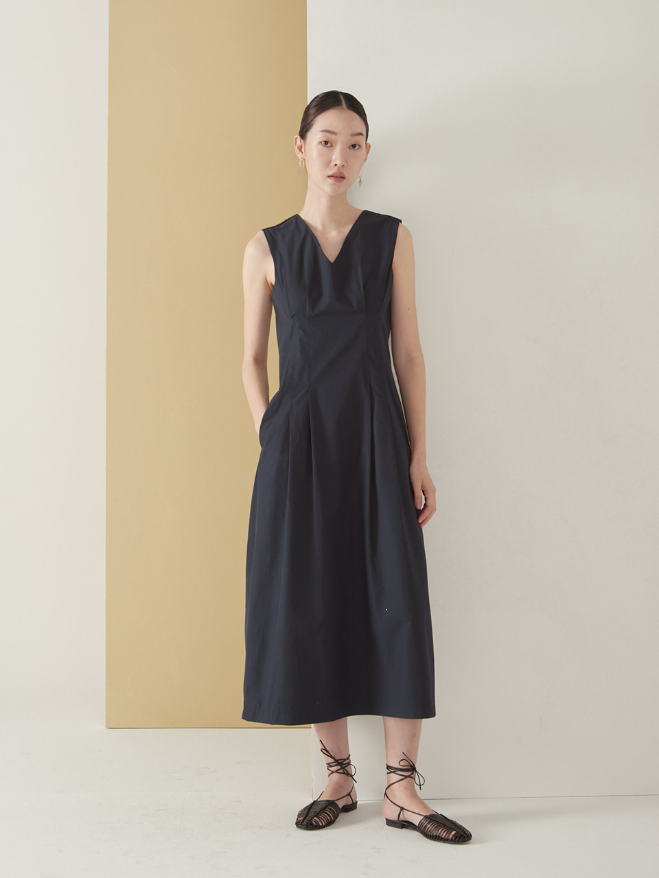 Feminine sleeveless dress_navy