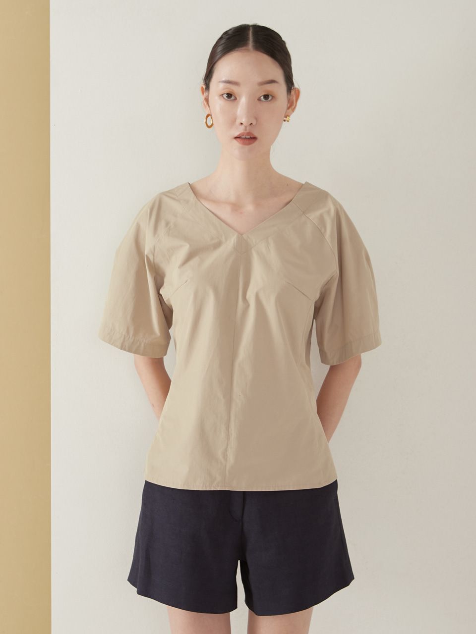 Cutting blouse_beige